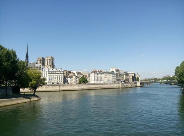 Paris nous donne un défi pour aller à la découverte des échanges interculturels
